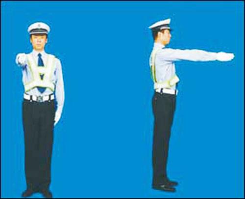 【组图】交警用上新手势 部分司机似懂非懂