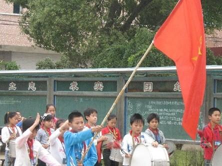 崇仁镇富润小学举行少先队纪念活动中小学分类法图书图片