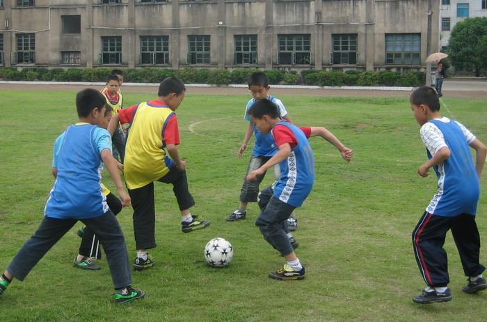 崇仁镇中心小学举行第九届班际小学锦标赛--嵊开发区秦皇岛足球图片