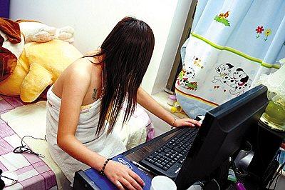 美女MM光着身子一丝不挂裸体上网图片 - 交友