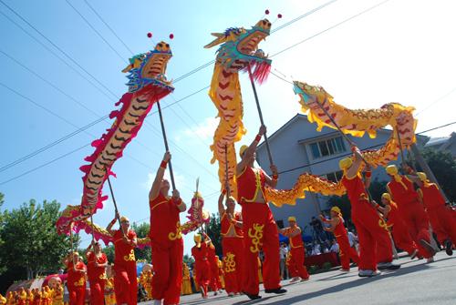 嵊州市庆祝新中国成立60周年 民间艺术踩街暨成就彩车巡展