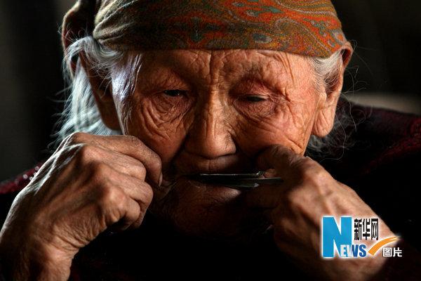 中国农村老头考�:`�9��_图片故事:中国最后的狩猎部落