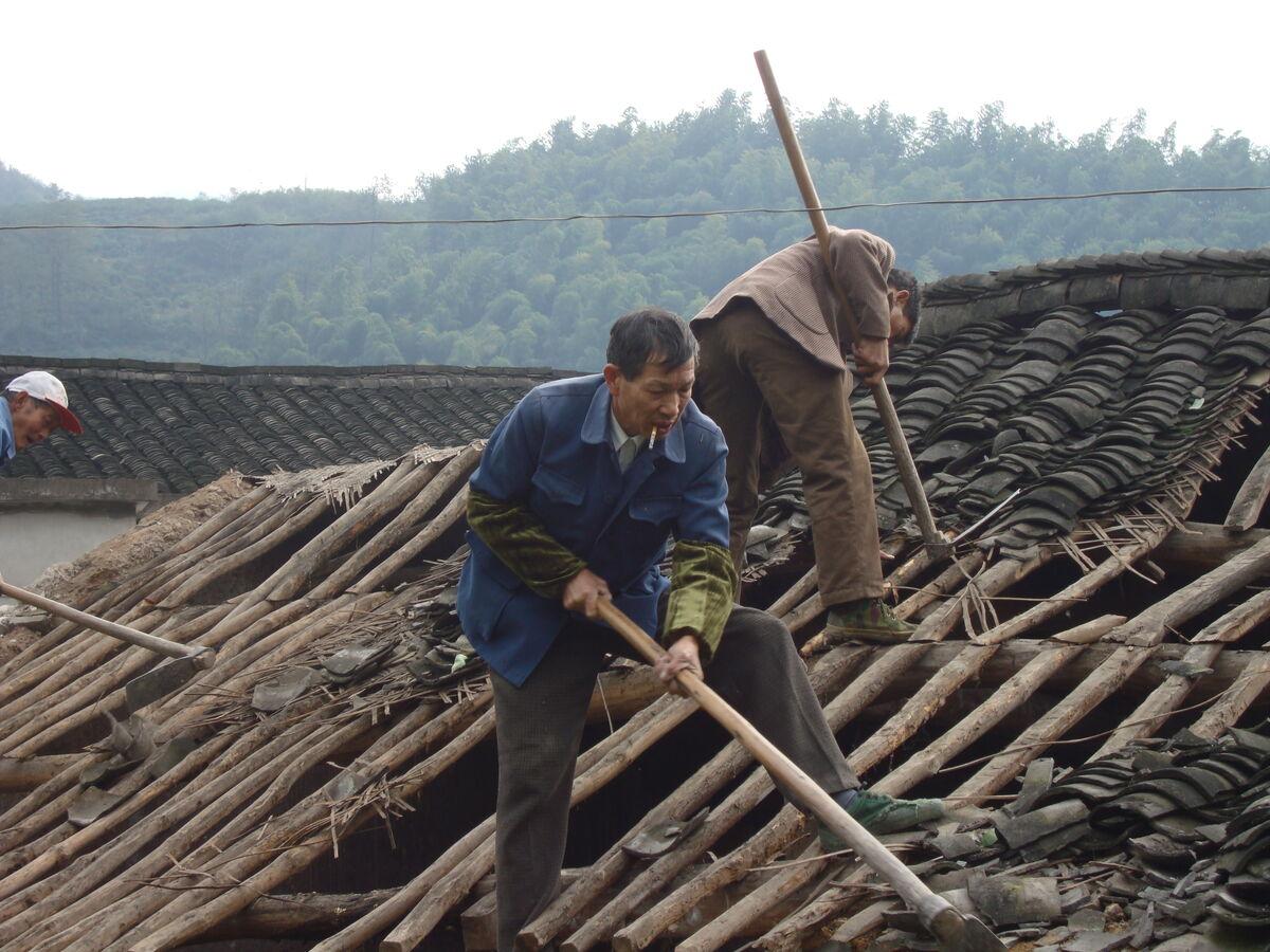 目前,仙岩镇2010年度的地质灾害避险安置工作正全面实施,重点为谢家庄图片