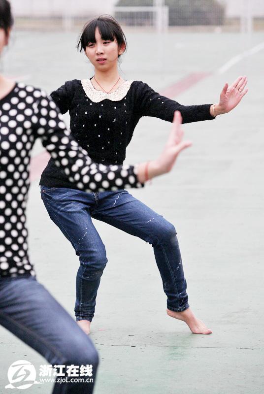 青春就是冬天光脚跳舞